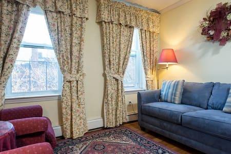 QUIET 2 Bedrooms-Beacon Hill Near T