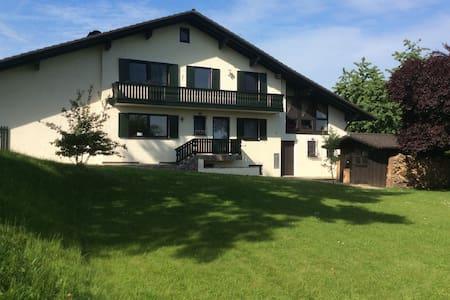 Landhaus im Grünen mit Waldblick - Haus