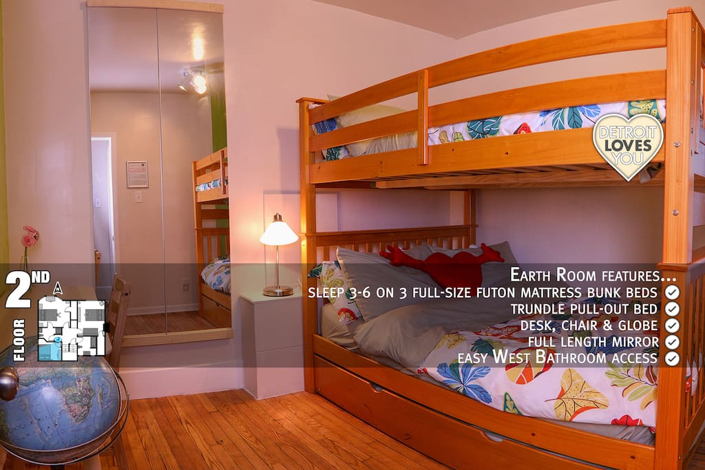 Earth Room ~ 2nd floor ~ sleep 3-6 on full-size futon bunk beds ~ roll-out trundle bed ~ newest room