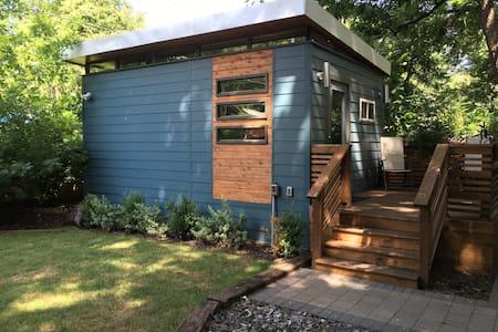 Tiny House: Heart of the East Side - Austin
