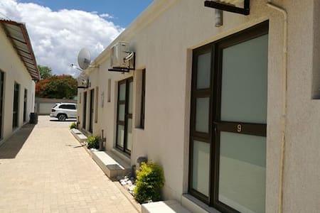 Tsumeb Guesthouse Kamho - Tsumeb - Rumah Tamu