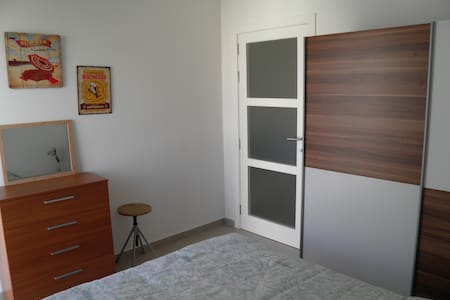 *Private room in modern apartment!!