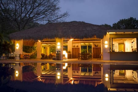Hermosa finca- Casa, vista, piscina, lago - Villeta - Villa