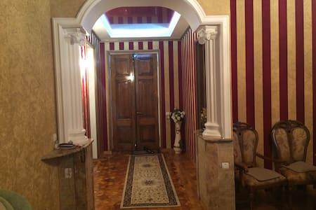 Роскошная квартира в центре Сухума. - Lägenhet