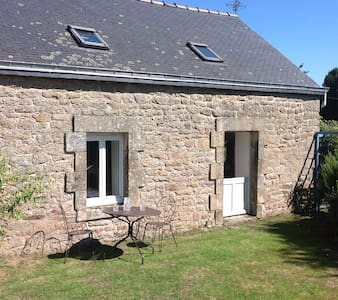 Kergadou, modernised Breton cottage - Ev