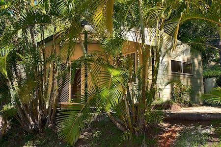 Tranquil Rainforest Cottage - Clagiraba - Hus
