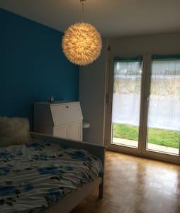 Jolie chambre accès direct jardin - Saint-Prex