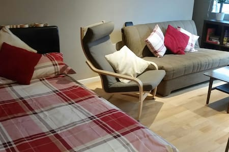 Slap bang in S1 city centre - cosy studio for 2! - Apartment