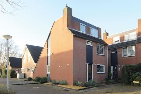 Vrijstaande HELE woning - House