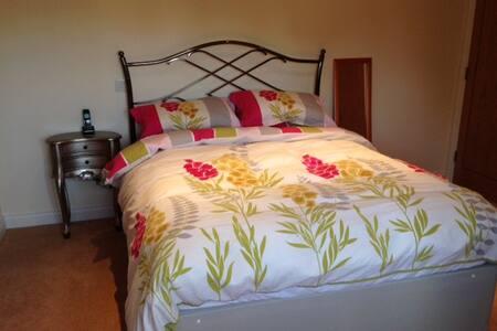 Large room, kingsize bed & en-suite