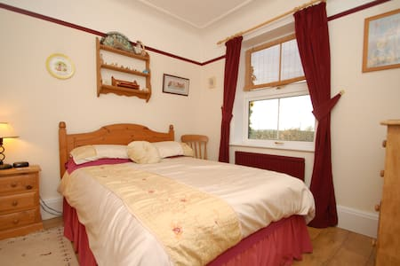 Double bedroom with shared bathroom sometimes! - Hardwick