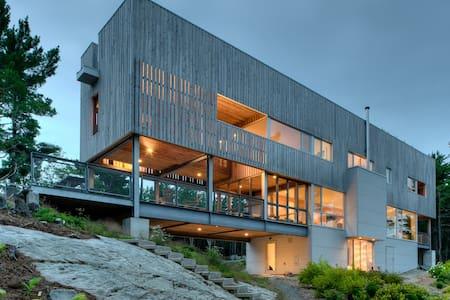 Bridgehouse: A Modern Luxury Ocean Retreat - Mill Village - Ház