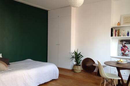 Grand Studio idéal couple ou amis! - Appartement