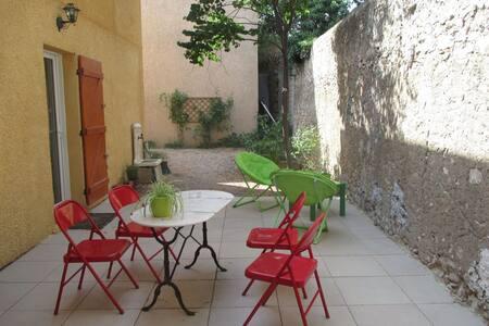 Joli appartement en centre ville - Saint-Maximin-la-Sainte-Baume - Apartment
