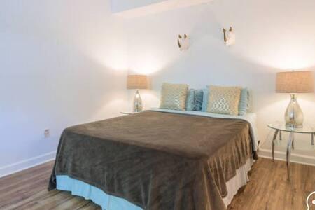 1 ROOM IN 2 BDRM APT - SOUTH BEACH - Miami Beach - Apartment