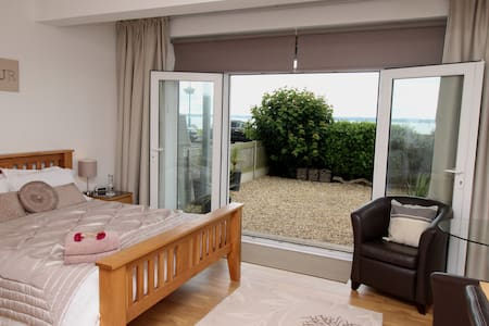 Wake up to Fabulous Sea Views Own Private Entrance - Lee-on-the-Solent