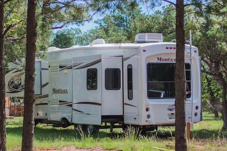 Arizona Coconino Forest Cool Pines Getaway - Happy Jack - Camper/RV