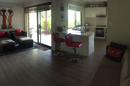 Friendly quiet modern home - Molendinar - Maison