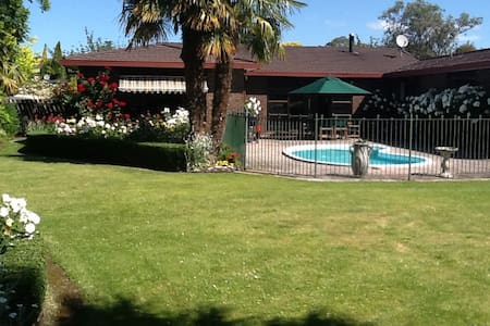 Rose Haven in Havelock North - Havelock North - Dom