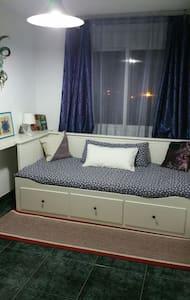 Habitación privada con wifi y baño - Appartement