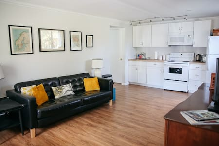 Cute, Mid Century Apartment - New Paltz - Apartment