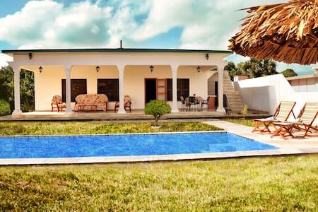 Beachfront La Pesquera - Casa