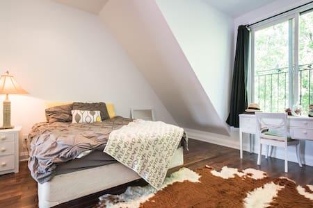 Beautiful Loft Style Apartment! - Toronto - Apartment