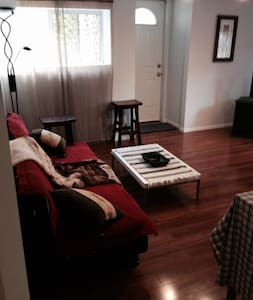 Comfort and convenience staying in Vancouver area. - Apartemen
