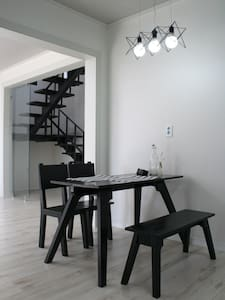 [강릉시] 야경이 보이는 3층 모던 하우스 - 강릉시 - House