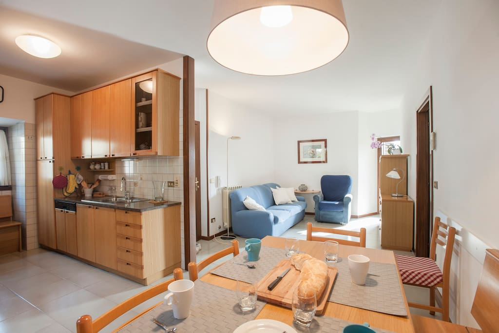 Sala - cucina e tavolo
