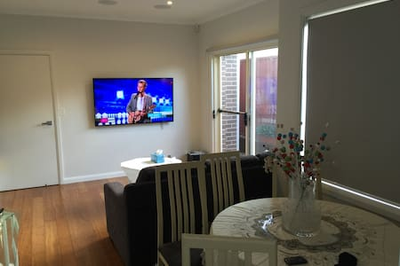 Sunny Private Home 10min from CBD - Willoughby - House