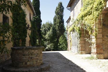 al Castellare: antico casale nel cuore del Chianti - Apartment