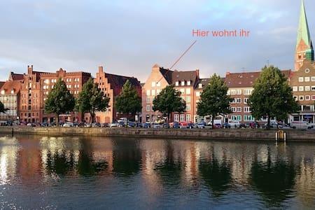 Altstadtwohnung mit Blick auf Trave - Innenstadt - Appartement