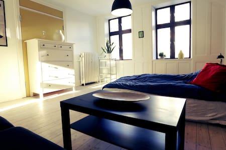 Perfect location - quiet room