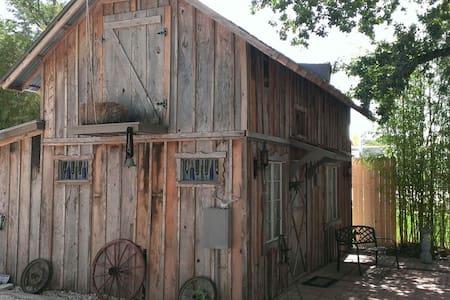Elke's Horse Barn - Fredericksburg - Casa de huéspedes