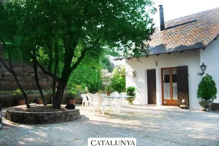 Villa Sallent for 5 people, only 35km from Barcelona and the beach - Willa