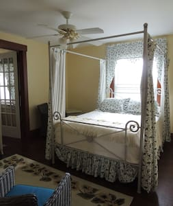 The Inn on Smith's Hill - Bed & Breakfast