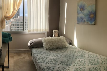 COZY ROOM W/COMFI BED 2 BLOCKS FROM BEACH - Appartement
