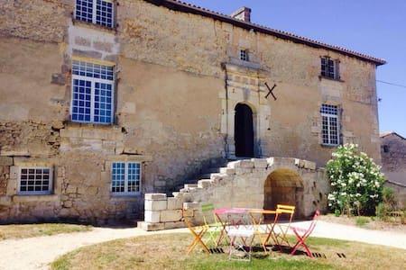 Logis du 16eme siècle, proche Angouleme, Cognac - Jurignac - Talo