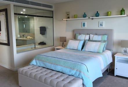 Penthouse - Spacious Room & Ensuite - Appartamento