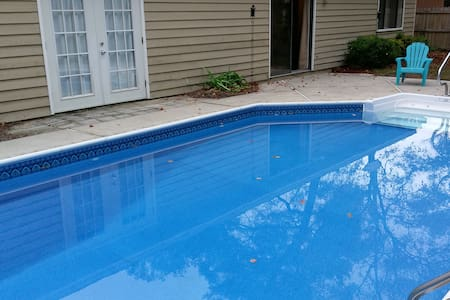 Centrally located - Room w/Pool - Niceville