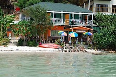 Krabi Phi Phi Beach Front - Phi Phi Islands - Bed & Breakfast