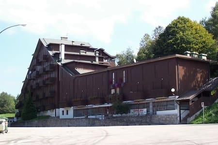 Appartamento in montagna fronte piste da sci - Nevegal - Lägenhet
