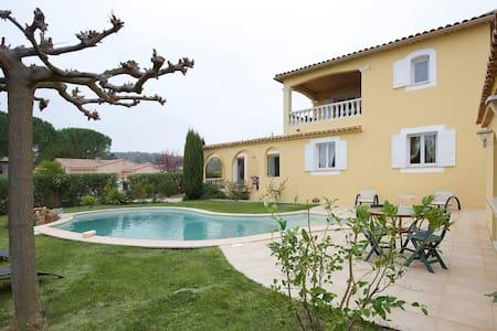 Villa Provençale, la Cigaliére. - Hus