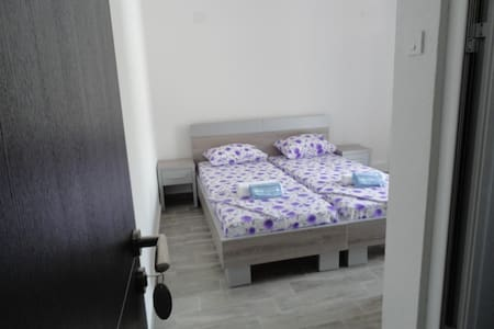 NewLine room with 2 single beds - near center #214 - Apartment