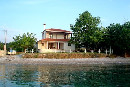 Seaside villa in Greece - Καστρί - Villa