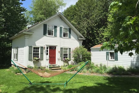 Charming 2 bdrm / 2 bath Montpelier Cottage - Hus