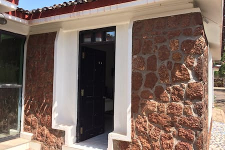 Private AC room @ 5 minutes walk from Varca beach - Varca - Apartment