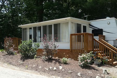 Park Model with Sunroom at Campground Retreat - Autocaravana