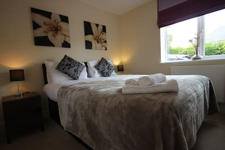 Newbury West A, Serviced Apartments, Free Wi-Fi - Lejlighed